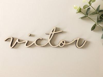 Houten naam 'Victor'